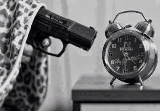 ik haat het om s'ochtends vroeg op te staan. Ik ben namelijk een late slaper waardoor ik ook graag uitslaap. Daarom kan het wel eens zijn dat ik een slecht ochtendhumeur heb of s'ochtends stil ben.