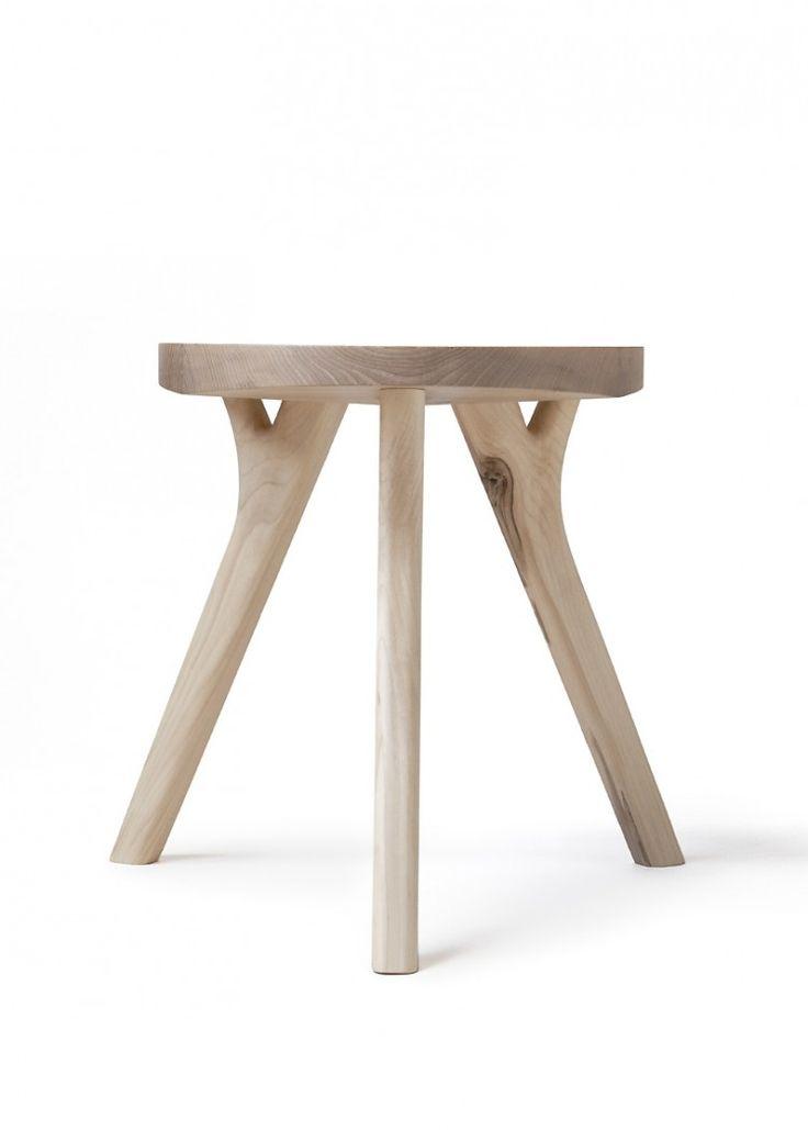 August_1_small  Designere er Aamu Song & Johan Olin. Materialene er ask og alm.
