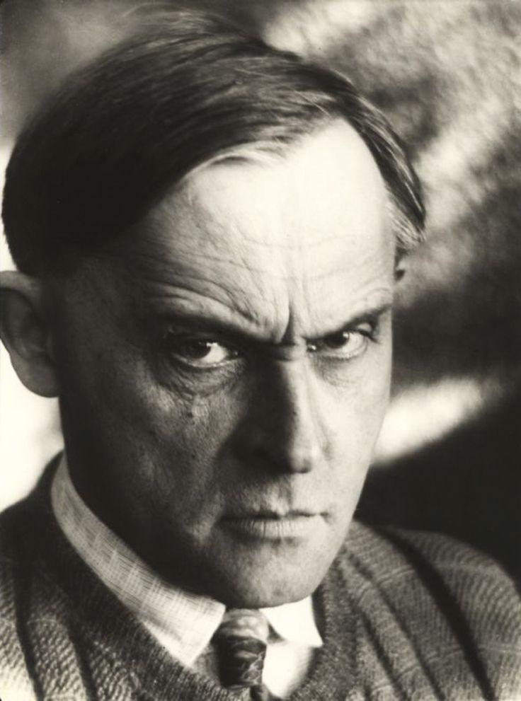 Malarz, rysownik i fotografik, dramaturg i powieściopisarz, filozof, teoretyk i krytyk sztuki.