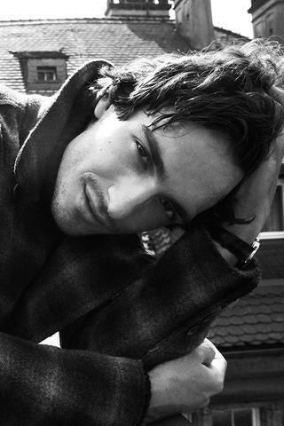 Mats Hummels, I honestly don't know what to do with myself... He's just so gorgeous!