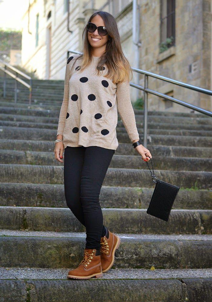 jeans neri maglione beige