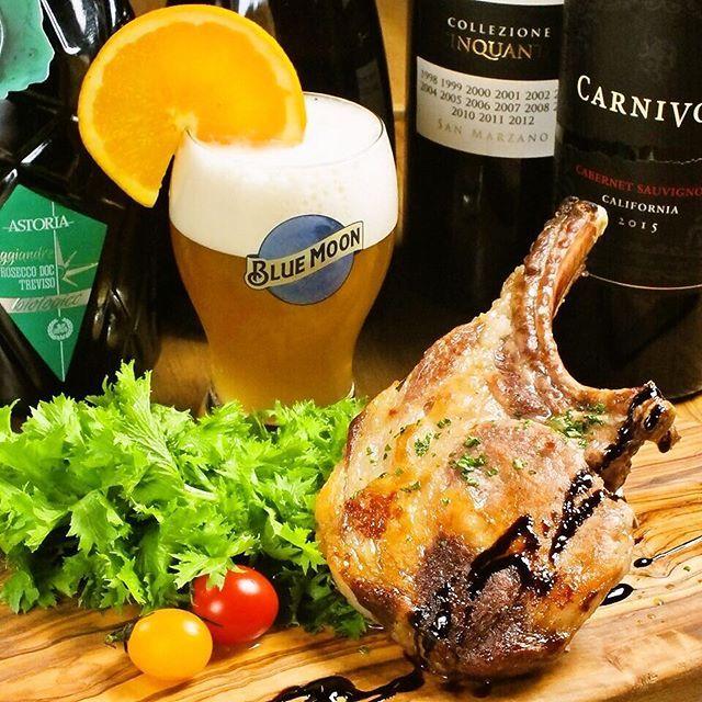 . スペイン産イベリコ豚のベジョータ🍖 イベリコ豚の中でも最高ランク、ベジョータのリブロースをじっくりと焼き上げた贅沢な一品。 とろけるような脂の甘みと赤身から出る濃厚な肉汁…1度食べたらもうやみつきです😋 . お肉に合うクラフトビールやワインも多種ご用意しております♪ . 肉好きの方は迷わずLowlineへ🌿 . 11月末まで『SNS見ました』で20%OFF致します♪ (※ディナータイムのみ) . #lowline渋谷 #ローライン #糖質制限  #渋谷 #神泉 #道玄坂 #肉スタグラム #肉 #塊肉 #赤身肉 #熟成肉 #葡萄牛 #肉バル #イタリアン #ワイン #クラフトビール #shibuya #デート #女子会 #大人女子 #ヘルシー #誕生日 #忘年会 #貸切 #ディナー #ランチ #カロリーオフ #チーズ #生ハム #イベリコ豚