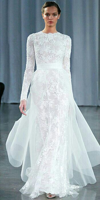 Monique Lhuillier, Long Sleeve Lace Gown With Tulle Train l Simply beautiful..I Vestido de novia de Monique Lhuillier de manga larga