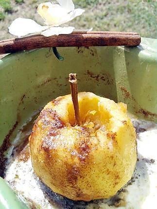 La meilleure recette de Pomme gourmande au micro ondes! L'essayer, c'est l'adopter! 5.0/5 (4 votes), 4 Commentaires. Ingrédients: 2 pommes beurre sucre cassonade canelle