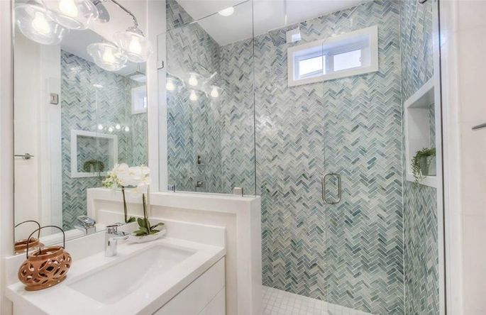 Tarek And Christina El Moussa Go Out On A Limb In Flip Or Flop House Bathroom Designs Beach House Bathroom House Bathroom