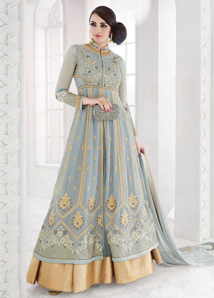 Серое длинное платье в пол, с длинными рукавами, украшенное вышивкой и стразами