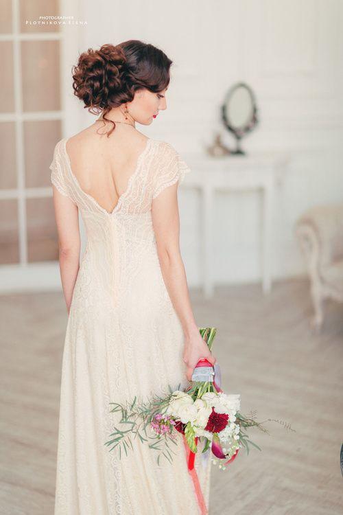 красный букет невесты Хризантема, Дисентра, Калла - красные цветы,стиль Бохо