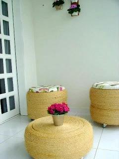 muebles: estan hechos de cubiertas de auto y revestidas con yute, debajo rueditas para trasladar comodamente. Excelente reciclado!!!