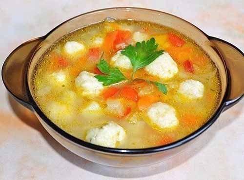 Овощной суп с сырными клецками - побалуй семью вкусненьким. Ингредиенты:   Картофель — 2-3 шт. Морковь — 1 шт. Лук — 1 шт. Сладкий перец — 1 шт. Корень сельдерея (по желанию) — 1 шт. Растительное мас…