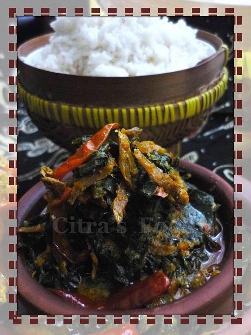 Indonesian food: Gulai daun singkong.