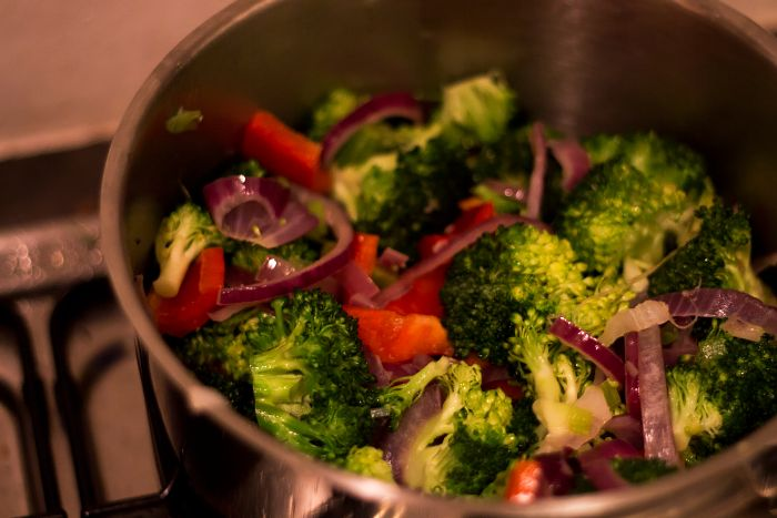 Vegan Tofu Recept met Broccoli, Paprika, Rode Ui en Rijst