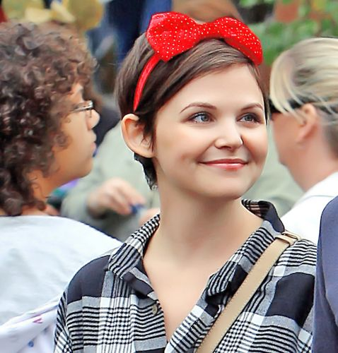 I think she lives in Disney World. :) Ginnifer Goodwin aka Snow White from OUAT. << ERMAGERSH I can't this pic is adorable :) :)