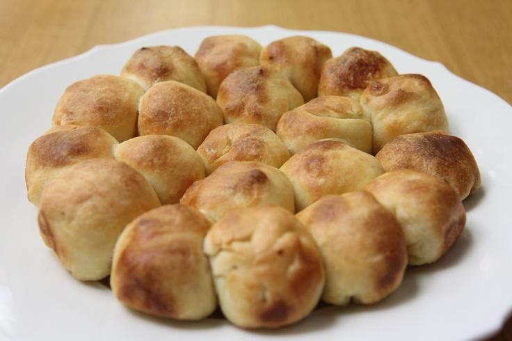 Profiteroles di pizza - Guarda la ricetta! http://www.youtube.com/watch?v=OrdNzgWLPKc #profiteroles #aperitivo #pizza #buitoni #food