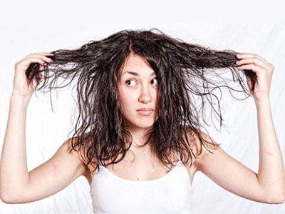 МАСКА ДЛЯ ЖИРНЫХ ВОЛОС  1 ст.л. дрожжей залить 1 ст.л. теплой воды, дать настояться 15-20 минут, тщательно перемешать, затем добавить желток, перемешать до получения однородной массы, нанести на корни волос и по всей длине, держать до тех пор, пока маска не начнет подсыхать, далее смыть теплой водой при необходимости с небольшим количеством шампуня.  БОЛЬШЕ РЕЦЕПТОВ здесь http://sekret-krasotki.ru/maski-dlya-zhirnyh-volos.html