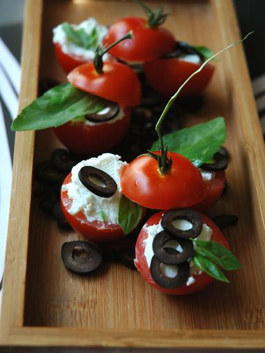 tomate, Fromages, sel, olive noire, basilic, sucre