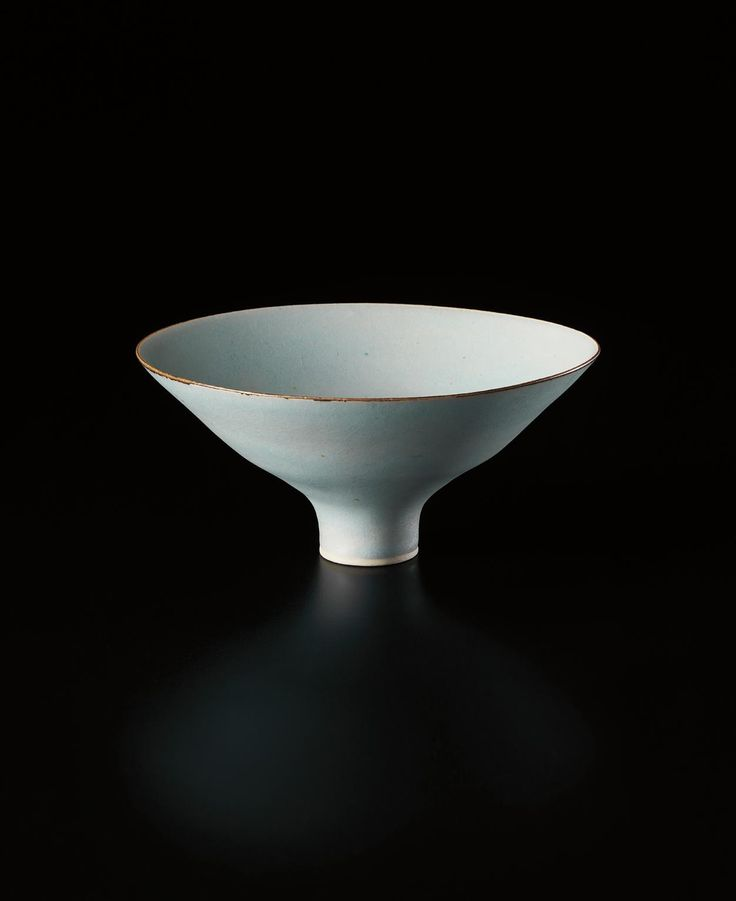 ** LUCIE RIE Footed bowl, circa 1966