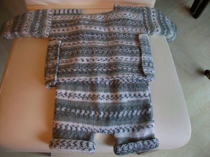 Ensemble layette gris blanc chiné tricoté main en acrylique fait d'une brassière et d'un pantacourt : Mode Bébé par tatoudeco