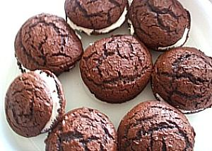 Chocolate Whoopie Pies From A Cake Mix Frugalanticsrecipes Com