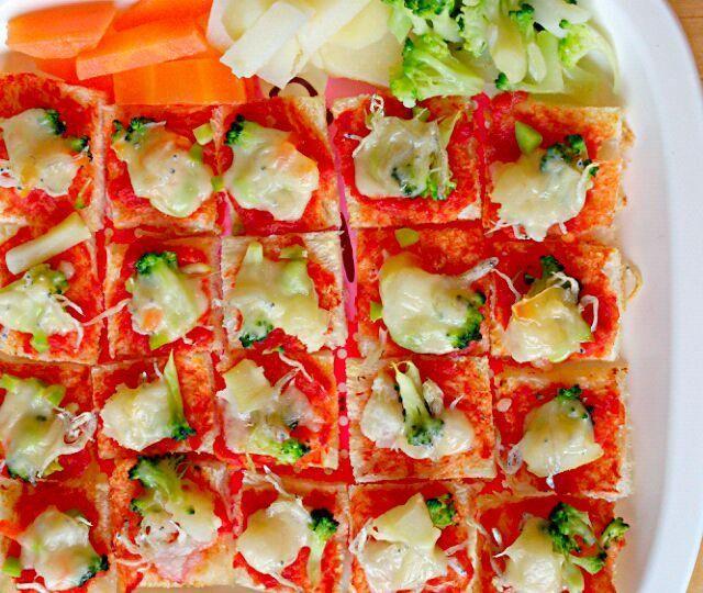 サンドイッチ用食パンでいつもよりたくさんのピザ - 19件のもぐもぐ - みーちゃんランチ(野菜としらすのピザ) by denpashock