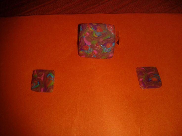 Conjunto anillo-pendientes hilos colores