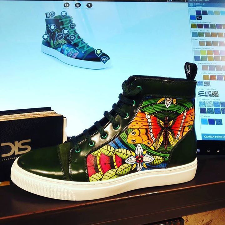 Customize your sneakers! Completly painted by hand! www.dis.shoes #weardis #customize #sneakers #bespoke #shoeoftheday #italianshoes #designyourown #hitopsneakers #handpainted #artisanal #artwork #green #nature #painting #cool #fashionaddict http://ift.tt/2gp7Z6I