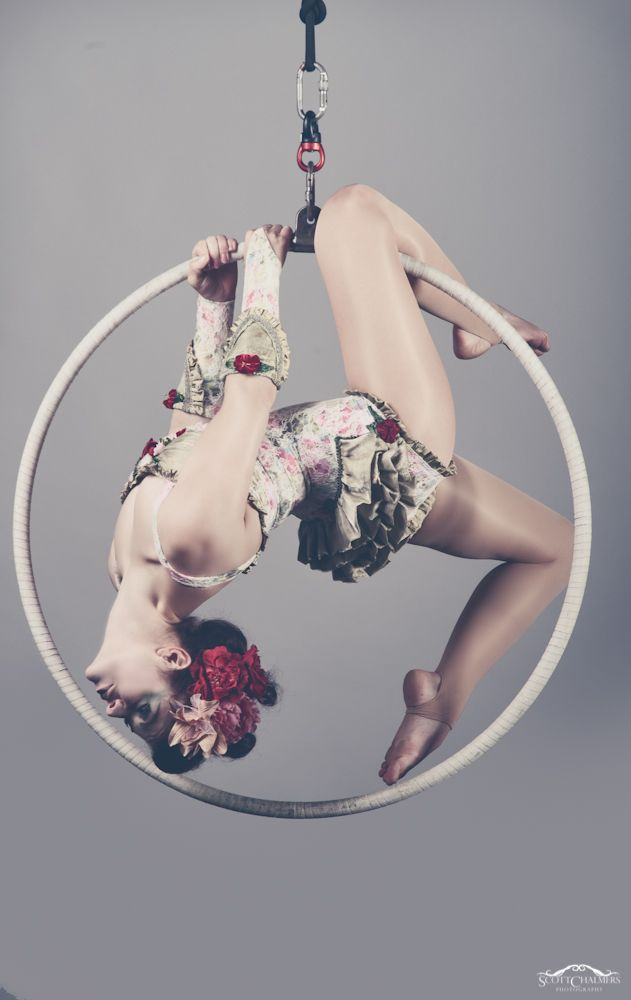 Take a single leg hang from the top of the hoop, turn it and - viola! - gorgeously framed pose!
