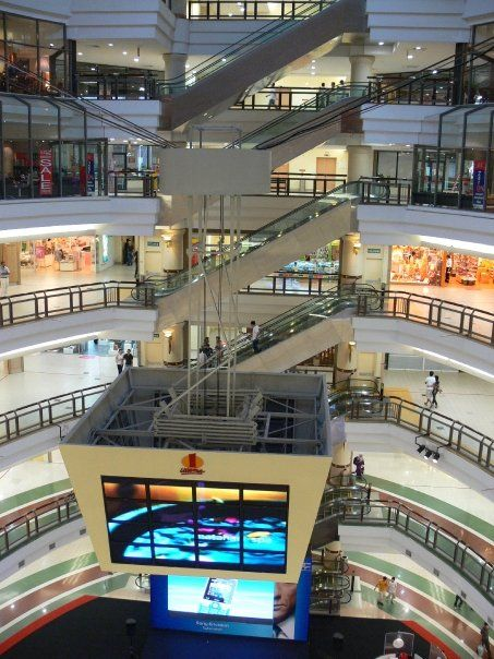 8 storeys of glorious shopping and food. Majority of Taipei's shopping centres are open until 11pm; Late night shopping every night :D