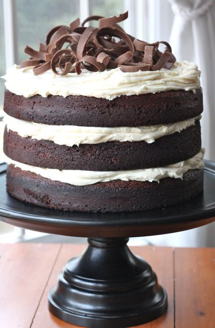 Guinness Chocolate Cake With Bailey S Irish Cream Frosting Love The Black Cake Pedestal