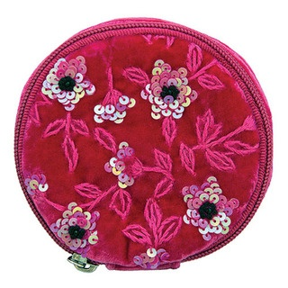 Outrageously popular, our jewellery bag is a completely divine way to carry your most precious items.
