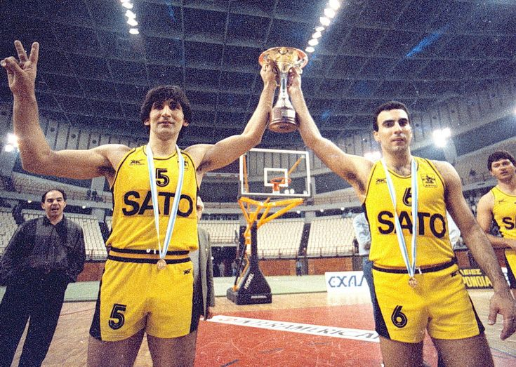 Legendary greek players ,Nikos Galis [no 6] & Panagiotis Giannakis [no 5]!!!