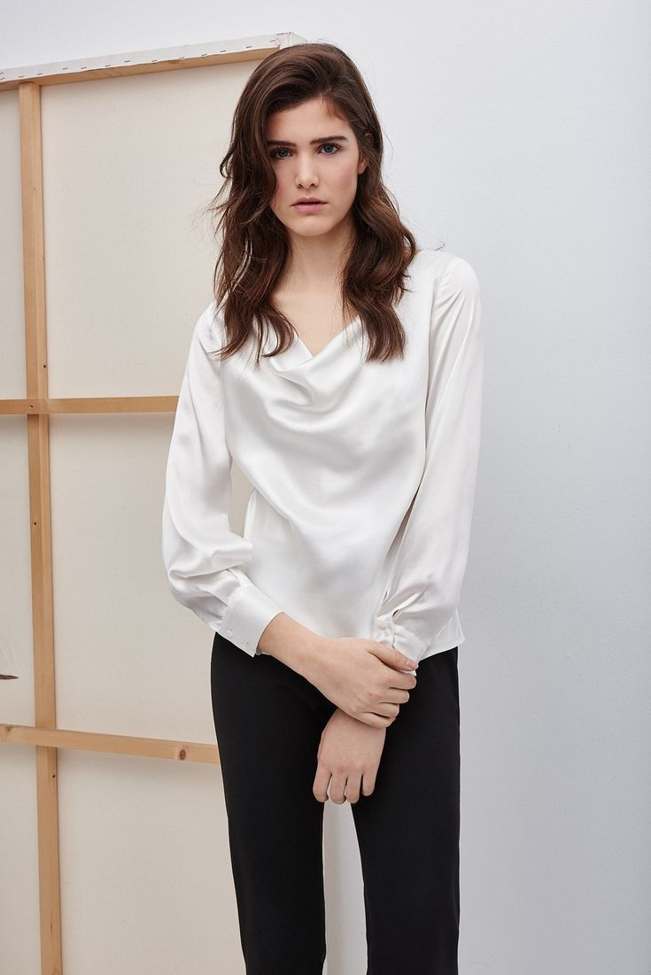 The cowl-neck top is new and is from the current Spring/Summer collection of Adolfo Dominguez (€139).