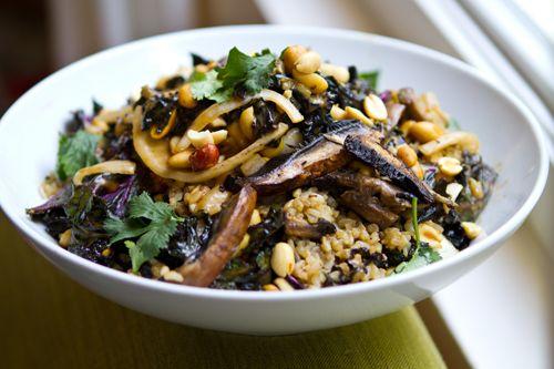 Mushroom Kale Rice BowlBrown Rice, Rice Bowls, Kale Recipe, Vegan Recipe, Spicy Peanut, Mushrooms Kale, Cleaning Eating, Kale Rice, Portobello Kale