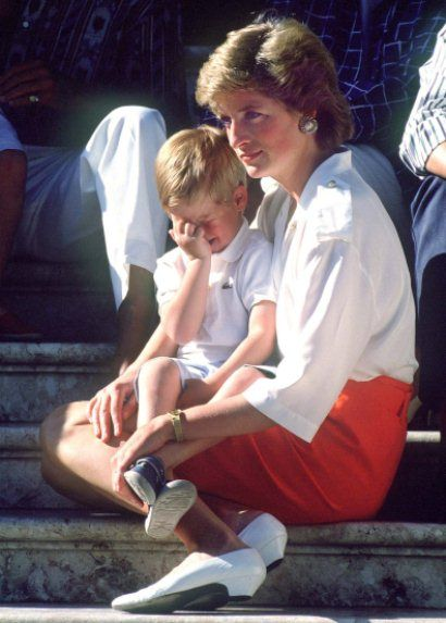 THE PRINCESS OF WALES SEEN WITH PRINCE HARRY SITTING ON HER LAP DURING A PHOTO CALL HELD WHILST THEY WERE ON A FAMILY HOLIDAY STAYING WITH THE SPANISH ROYAL FAMILY IN MAJORCA.