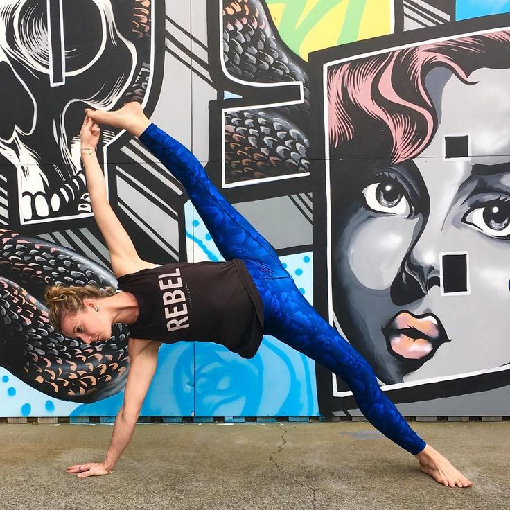 """If you're always trying to be """"normal"""" you will never know how amazing you can be! The always inspiring Laura Humphreys rocks the full length Loznpoz Retro Blue legging 😍"""
