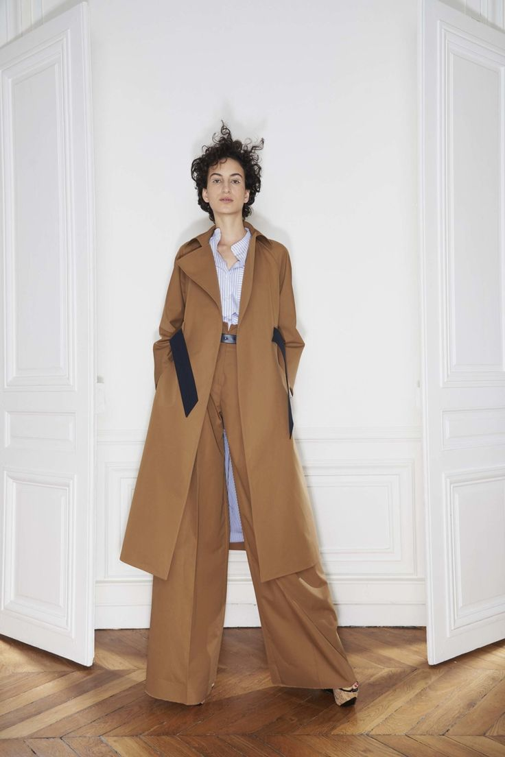 View the complete Martin Grant Spring 2017 collection from Paris Fashion Week.