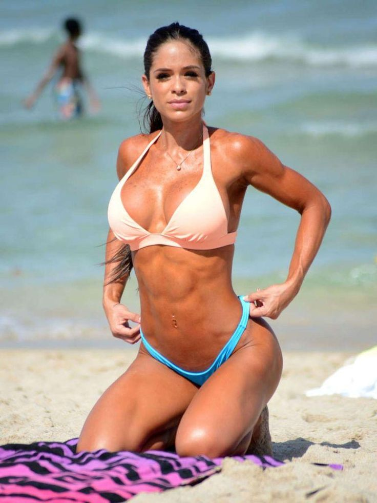 Michelle-Lewin-in-Bikini-at-a-Beach-in-Miami-2.jpg (768×1024)