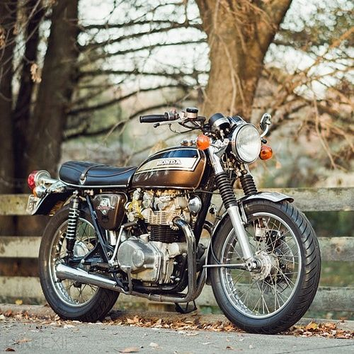 Classic Honda motorcycle ~ Love Hondas. Love love love classics. Too cool for school...