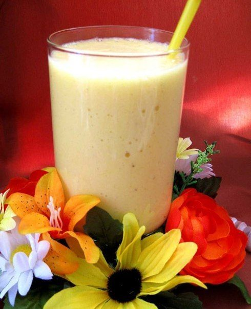Смузи ''На завтрак''  Продукты: 1 стакан молока 2 ст.ложки овсяных хлопьев( быстро завариваемых или можно заварить заранее) 1 банан 1 ст.ложка мёда  Приготовление: В блендер наливаем 1 стакан молока, режем на кружочки банан и кладем его в блендер, после добавляем 2 ст.ложки овсяных хлопьев и кладём 1 ст.ложку мёда. Включаем блендер и всё перемешивает.   Этого смузи хватает на 2 чашки.(в одной порции около 160 ккал)