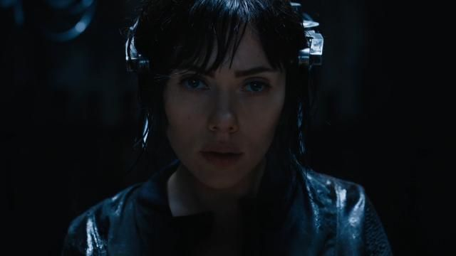 Scarlett Johansson's Ghost in the Shell director defends casting her as a Japanese heroine.