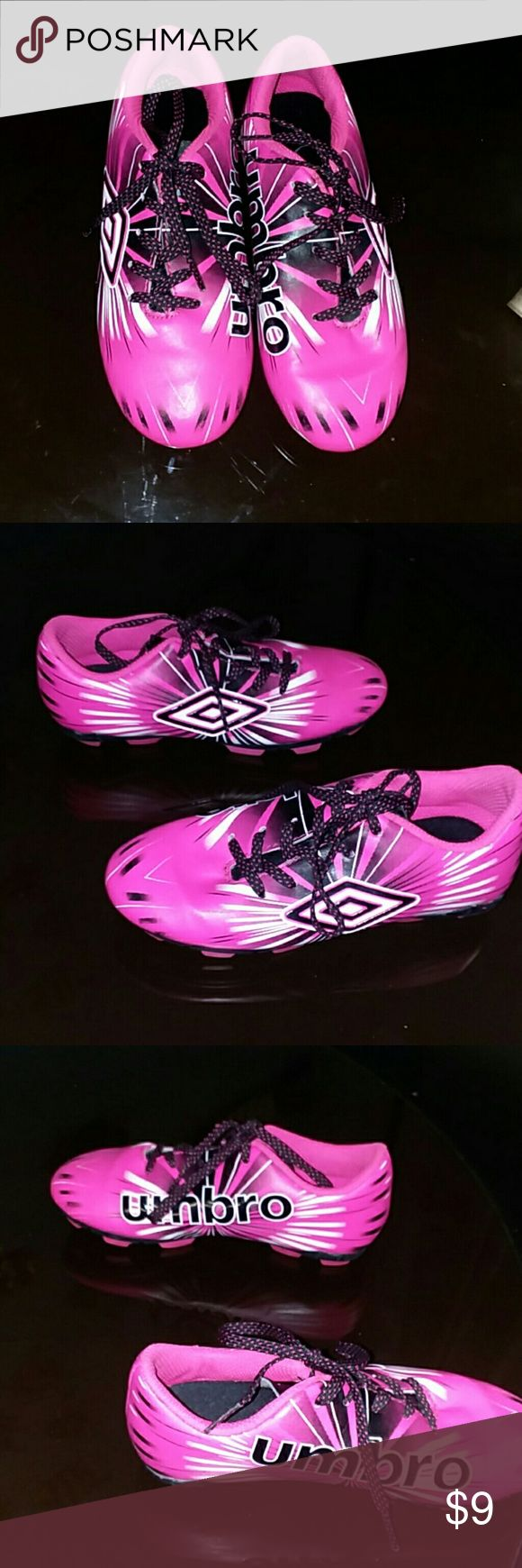 Umbro youth soccer cleats LIKE NEW !!!! Size 12k Umbro Shoes