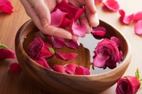 Rose face wash recipe. http://hubpages.com/hub/Rosewater-and-Lemon-Face-Wash-Recipe