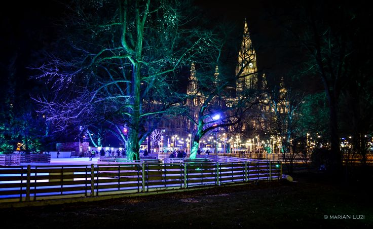 Rathausplatz in the night.