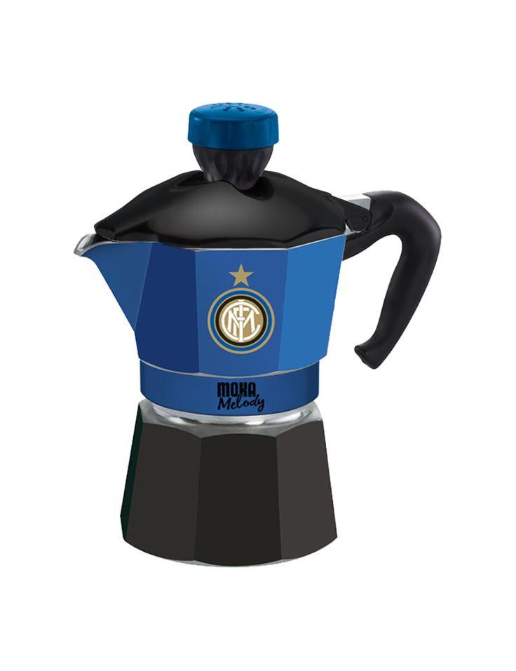 """La passione per l'Inter e per la Moka si incontrano in questa caffettiera che dà il buongiorno con la canzone che più di tutte riesce a emozionare il popolo nerazzurro: """"Amala pazza Inter"""". #MokaMelodySport"""