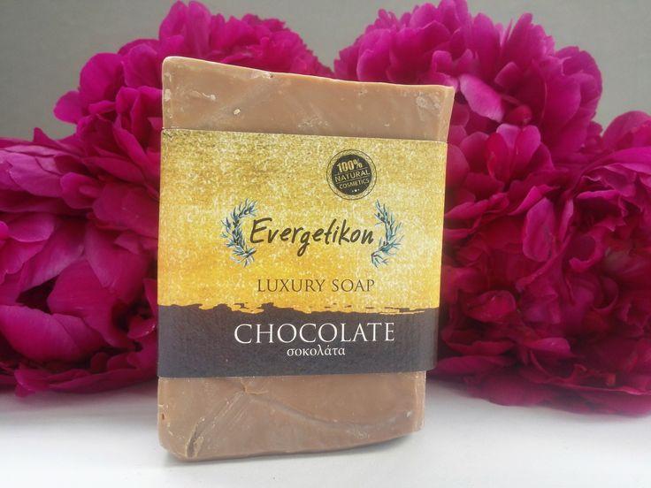 Natuurlijke, Kretenzische extra vergine olijfolie Chocolade zeep 130-160 gram.Evergetikon zeep. Beauty zeep ideaal voor het gezicht en lichaam, 100% natuurlijk. Met de hand gemaakt, van zeer hoge kwaliteit, gemaakt met extra vergine olijfolie van Kreta, kokosolie, amandelolie, geneeskrachtige kruiden, aloë, calendula en biologische essentiële oliën. Evergetikon zeep gemaakt met de beste natuurlijke materialen, geeft een diepe reiniging is hydraterend en cel vernieuwend.