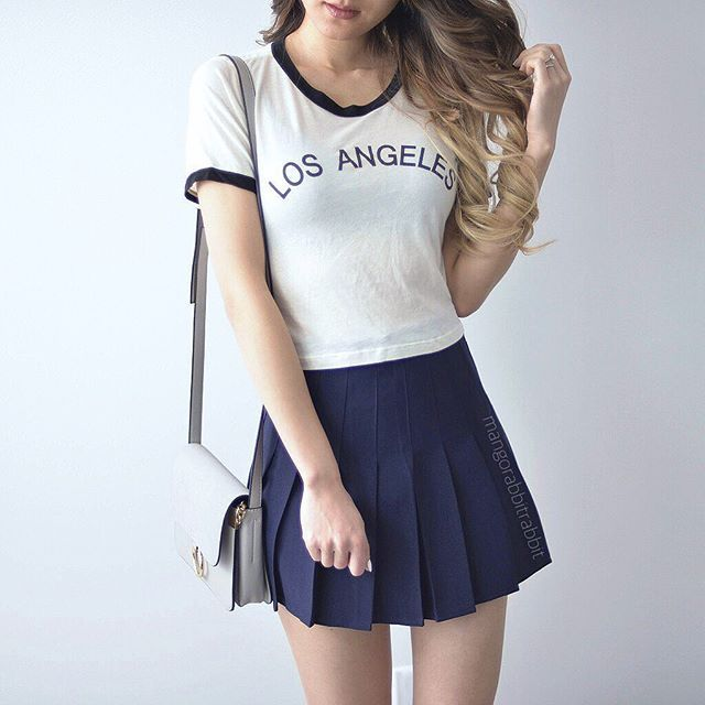 Rain rain go away... If I can teleport I'll be in LA right now ☀️ new navy blue pleated skirt on @shopmangorabbit  #kerinaootd
