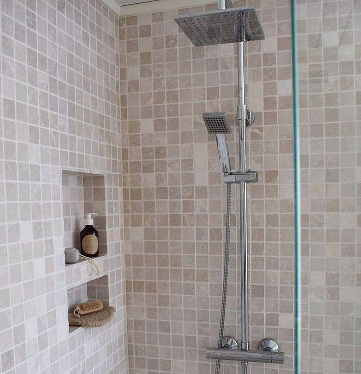 Når vi pusset opp badet, var det én ting jeg ønsket mer enn noe annet — nemlig et stort dusjhjørne. Praktisk og pent ❤    ___________________________________________    #bath #bathroom #baderom #badrum #dusj #shower #bathroominspo #interior #interiør #interior123 #interior4all #interior9508 #beige #spa #homespa #relax #flisekompaniet #vikingbad #rørkjøp #baderomsdesign #bobedre #boligliv #finahem #vakrerom