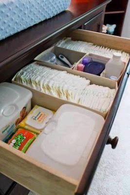 Cuando llega un bebé a al casa con él llegan los accesorios como pañales, ropita, zapatos, biberones, cremitas y cosas para el cuidado del ...
