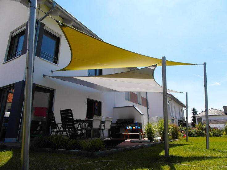 Schöne Sonnensegel von ferobau, oft in Kombination über zwei Segel, hier einmal Dreiecks- und Rechtecksform. [FEROBAU]