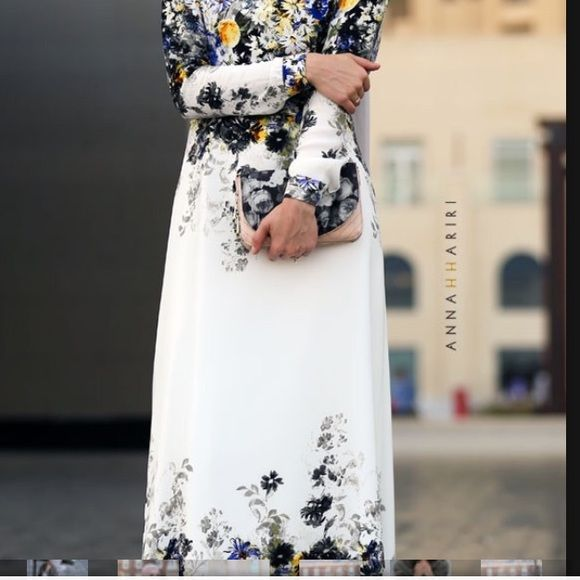 Pre loved Dara dress Anna Hariri pre lived Dara dress. Still in good condition. Shipment can only be done on Monday, Friday and Saturday Anna Hariri Dresses Maxi
