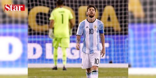 Arjantin, Dünya Kupası'na katılma şansını zora soktu: Güney Amerika Futbol Konfederasyonu (CONMEBOL) 2018 FIFA Dünya Kupası Elemeleri'nde Brezilya, deplasmanda Kolombiya ile 1-1, Arjantin ise konuk ettiği Venezuela ile 1-1 berabere kaldı.